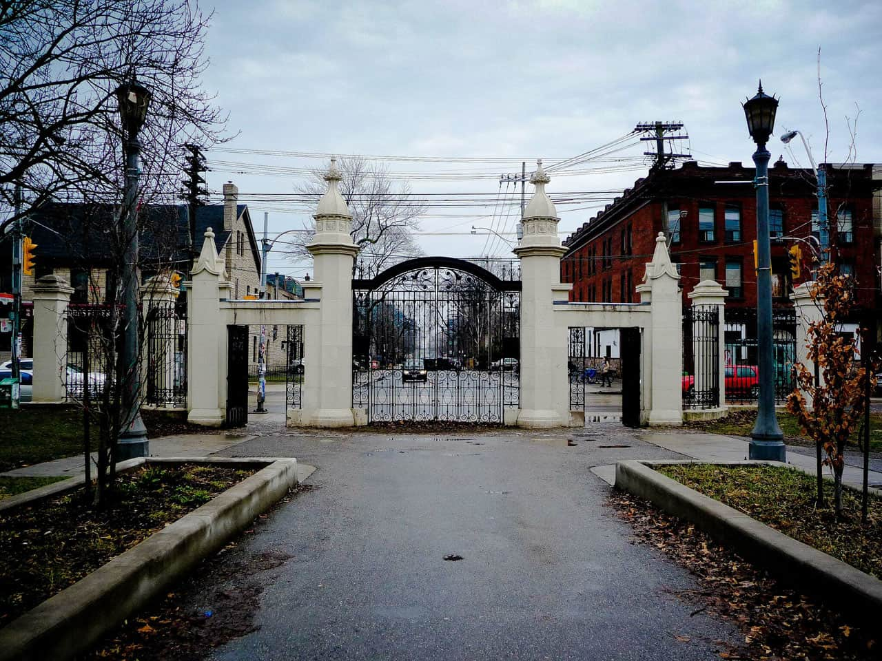 entrance gate to trinity bellwoods park