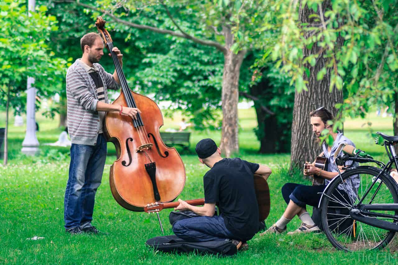 jazz musicians practicing at trinity bellwoods park